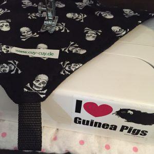 Hängemate für Meerschweinchen in schwarz mit Totenkopfmuster